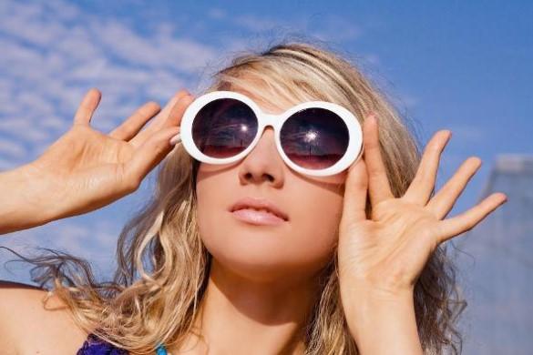 носить солнцезащитные очки